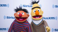 Beto y Enrique sí son gays... si tu quieres que lo sean, dice ejecutivo de Plaza