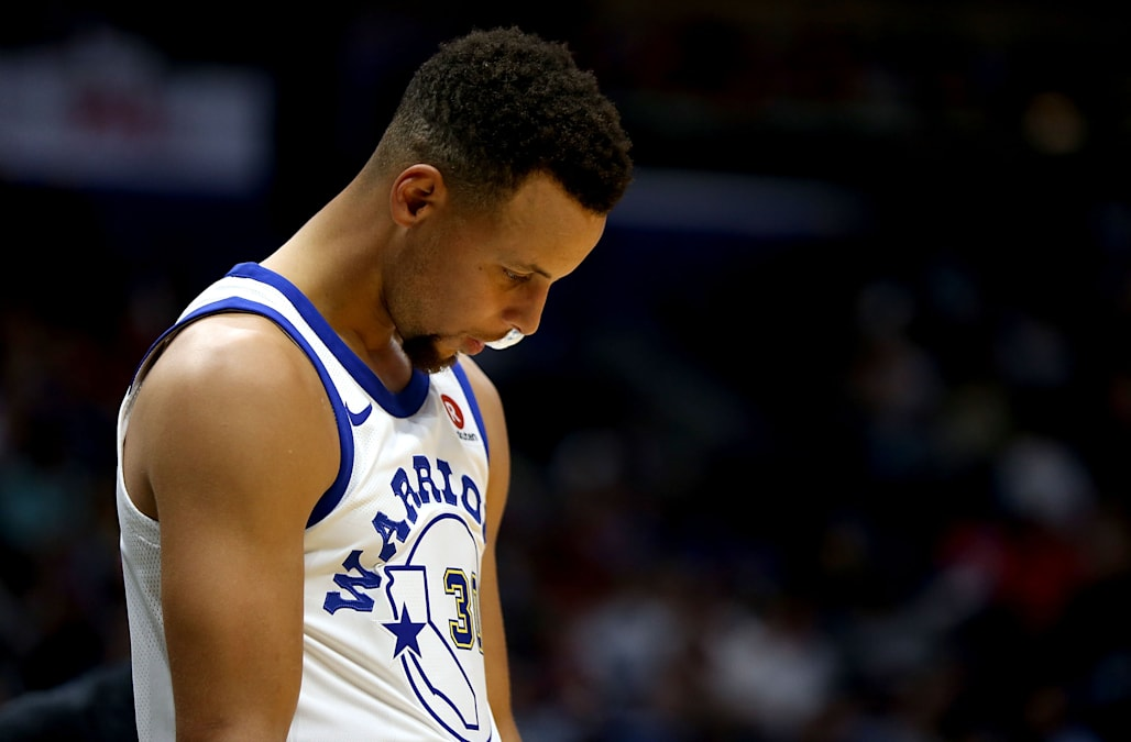 ff641159 Steph Curry shares a touching moment with a boy who just lost his ...