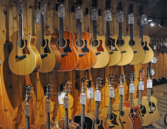 Iconic music store may file for bankruptcy in 2018