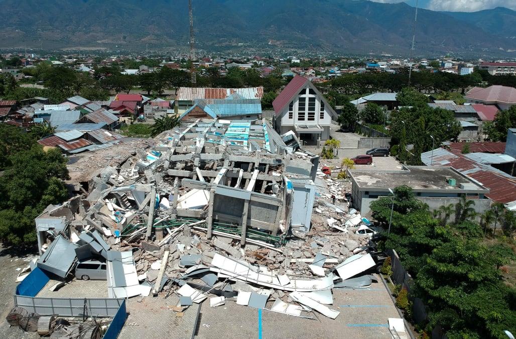 More than 800 dead after earthquake, tsunami hits Indonesia - AOL News