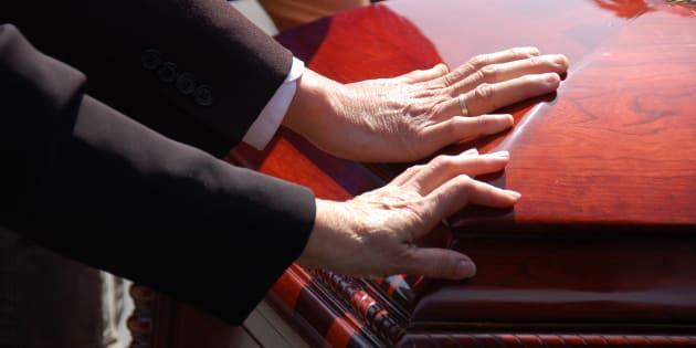 Les personnes séropositives pourront désormais bénéficier de soins funéraires