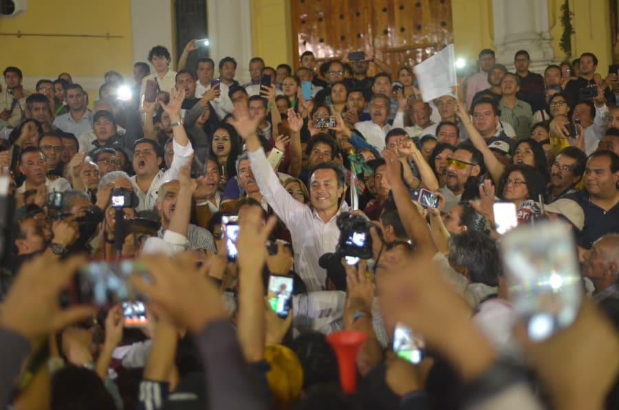Festejo del virtual ganador del gobierno de Veracruz, Cuitláhuac García.