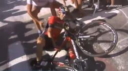 Travolto dal tifoso o dalla polizia? I video della caduta di Nibali che gli costa l'addio al