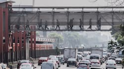 Los puentes peatonales no sirven, pero seguimos