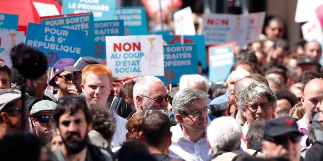 """Jean-Luc Mélenchon, Adrien Quatennens et Eric Coquerel lors de la """"fête à Macron"""", le 5 mai 2018."""