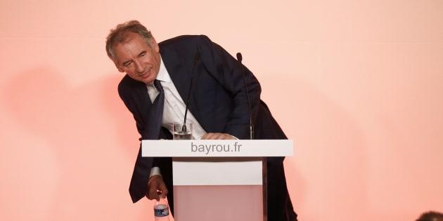 En attendant de revenir au premier plan, Bayrou veut incarner l'aile gauche de Macron.