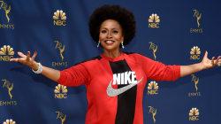 La actriz de 'Black-ish' se viste de Nike en los Emmys contra el