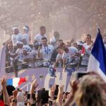La vitesse du bus des Bleus sur les Champs Élysées a déçu de nombreux