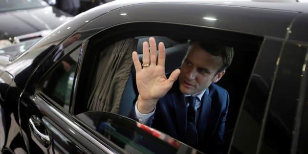 Emmanuel Macron, candidat à l'élection présidentielle 2017, quittant son hôtel à Alger, le 13 février 2017.