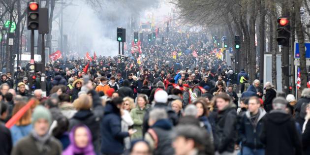 La grève bien suivie à la SNCF, 400.000 manifestants en France dont 40.000 à Paris, selon la CGT