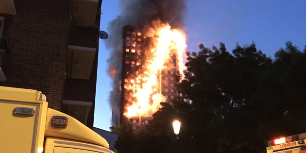 Londra, il rogo della Grenfell Tower ripreso dal cameraman triestino