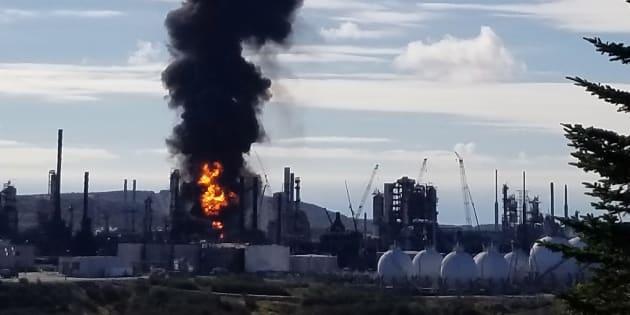 Explosion, suivie d'un incendie, dans une raffinerie — Canada