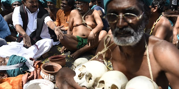 MDMK party General Secretary Vaiko interacts with Tamil Nadu farmers who are protesting in Delhi.