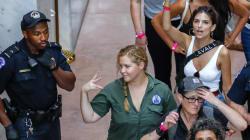 300 arresti fra i manifestanti contro Kavanaugh alla Corte Suprema. Tra i fermati Emily Ratajkowski e Amy