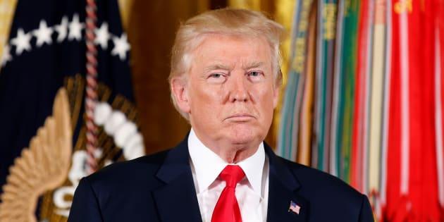 Trump veut fournir à la police des équipements militaires