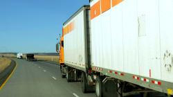 Cada día mueren 4 personas a causa de camiones de doble