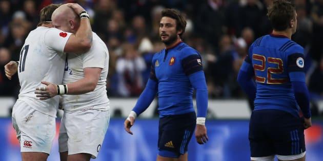 Maxime Médard et Jules Plisson face aux Anglais Joe Marler et Dan Cole lors du 6 Nations de rugby au Stade de France en 2016.