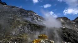 Una famiglia precipita nel cratere della Solfatara di Pozzuoli. Muoiono padre, madre e uno dei figli, salvo un bimbo di 7