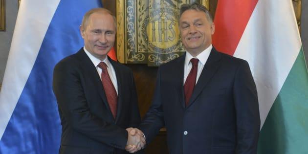 Vladimir Poutine et Viktor Orban lors d'une rencontre à Budapest le 17 février 2015.