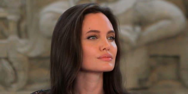 Sa dure vie de célibataire — Angelina Jolie