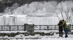 Le Cascate del Niagara ghiacciano: lo spettacolo a -25°C è