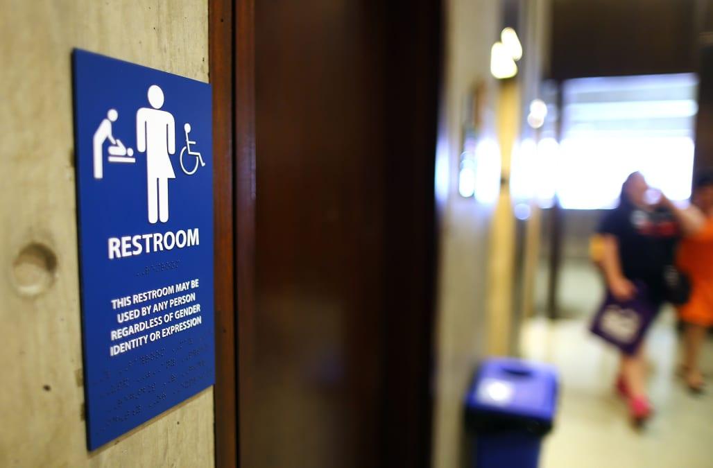 Trump revokes obama guidelines on transgender bathrooms for Against gender neutral bathrooms