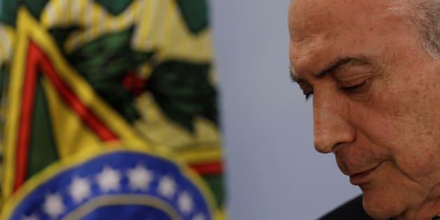 """""""Como tenho dito, o Brasil não parou e não vai parar, a despeito da crise política pela qual, reconheço, estamos passando"""", escreveu o presidente."""