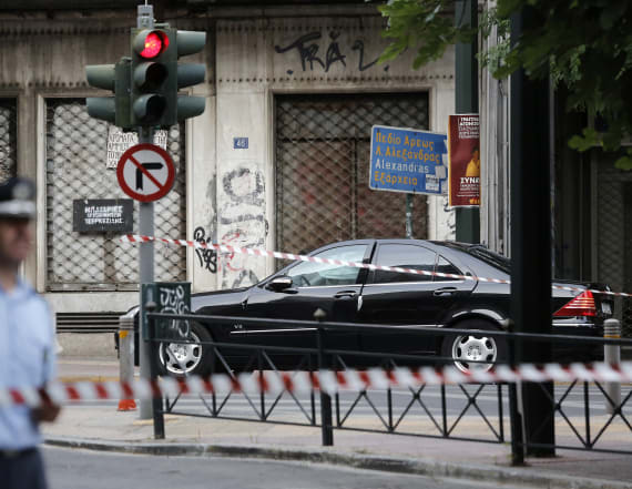 Car blast injures ex Greek prime minister Papademos