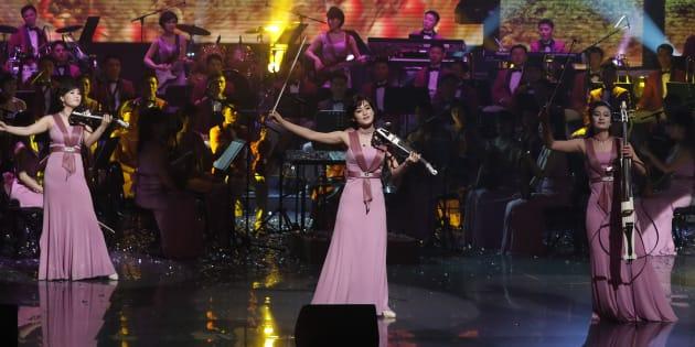 韓国で公演する北朝鮮「三池淵管弦楽団」 (Photo by Kim Hong-Ji - Pool/Getty Images)