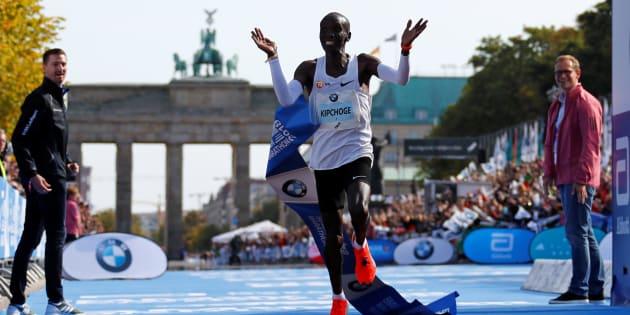 Marathon de Berlin: Eliud Kipchoge pulvérise le record du monde.