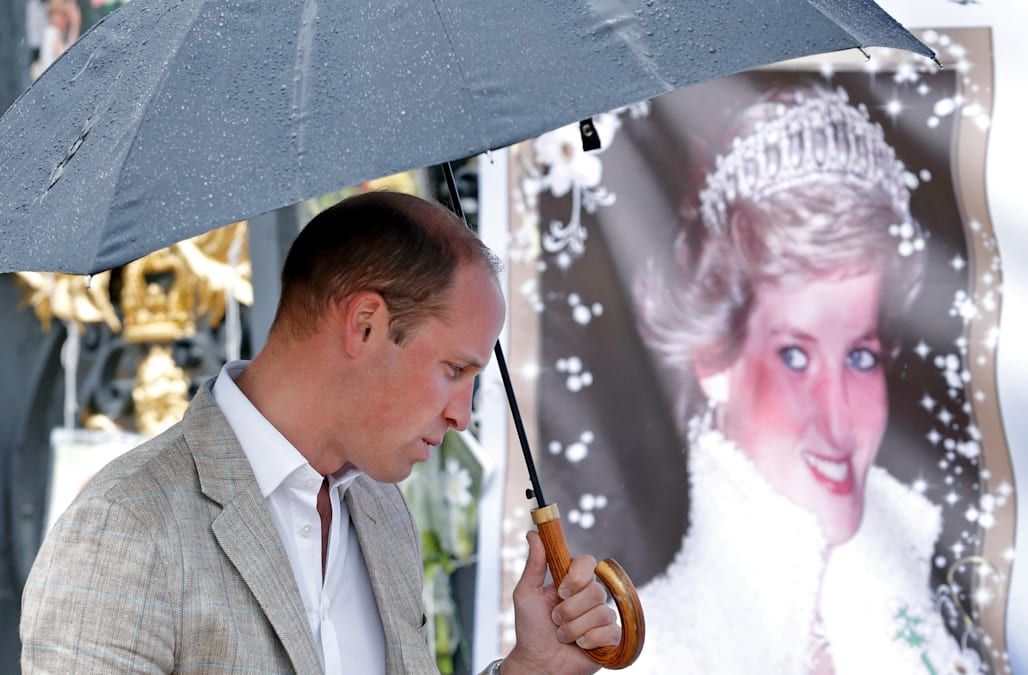Princess Diana's divorce from Prince Charles in 1995 can be counted as one  of the year's biggest headlines. Following high-profile affairs from both  sides ...
