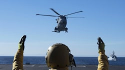 Cade elicottero della Marina, morto un