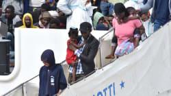 La nave Diciotti sbarca a Catania con 932 migranti a
