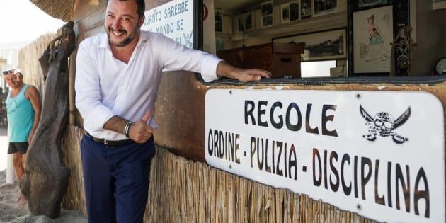 Il segretario della Lega Matteo Salvini in visita alla spiaggia 'fascista' Punta Canna di Chioggia gestita da Gianni Scarpa, Venezia, 18 luglio 2017. ANSA/SCARPA