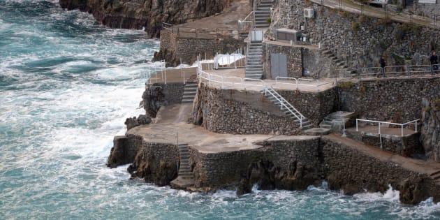 Il luogo in cui una turista veneta di 55 anni è morta a Praiano in Costiera Amalfitana (Salerno) a causa di un'onda che l'ha travolta e risucchiata in mare, 2 gennaio 2018.