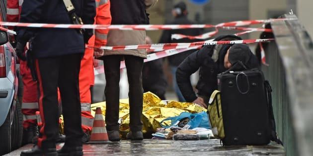 Firenze, esce per suicidarsima spara a casoe uccide un senegalese