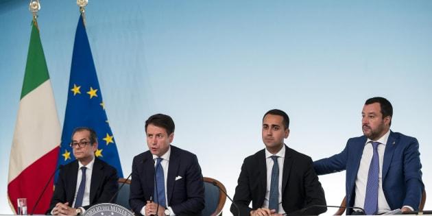 Di Maio: 'Ue e media vogliono far cadere il governo'