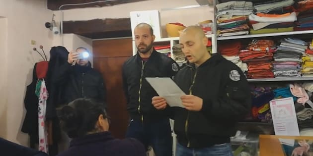 Blitz degli skinhead a riunione pro-migranti