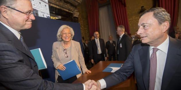 Il Governatore della Banca d'Italia, Ignazio Visco e il presidente della Banca centrale europea, Mario Draghi, al termine della lettura delle considerazioni finali presso la sede centrale a Roma, 31 maggio 2017. ANSA/CLAUDIO PERI