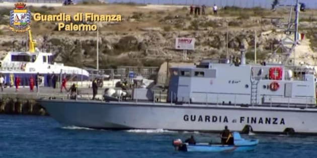 Un momento dell'operazione 'Scorpion Fish', 6 giugno 2017. La Procura di Palermo ha disposto il fermo di 15 persone accusate, a vario titolo, di associazione a delinquere transnazionale finalizzata al favoreggiamento dell' immigrazione clandestina e contrabbando di tabacchi. L' organizzazione avrebbe trasportato dalla Tunisia alle coste marsalesi, attraverso gommoni veloci, anche soggetti ricercati dalle autorità di polizia tunisine per sospetti di collegamenti con organizzazioni terroristiche di matrice jihadista.