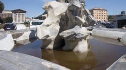 Olio dentro la Fontana dei Tritoni di