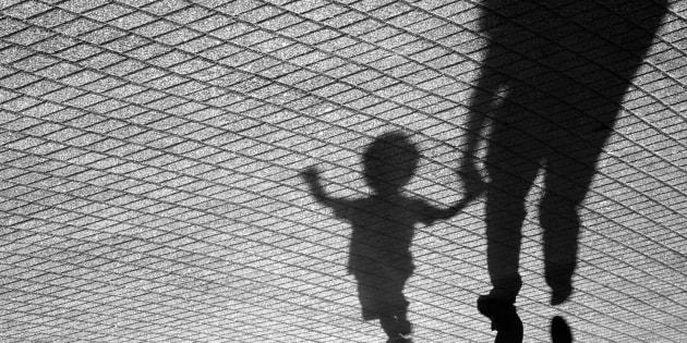 Piange perché vuole tornare dalla nonna, madre strangola il figlio di due anni a Frosinone