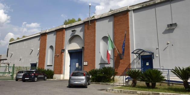 """Il cappellano di Rebibbia: """"Case famiglia per mamme det"""