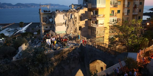 Rescuers at work amid the rubble of a building that collapsed in Torre Annunziata, near Naples, southern Italy, 07 July 2017. Torre Annunziata Mayor Vincenzo Ascione said seven people were missing, including two children, after an apartment building collapsed in the southern city near Naples.  ANSA/ CESARE ABBATE