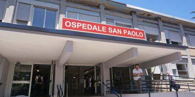Esterno dell'Ospedale San Paolo di Napoli