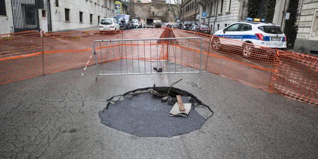 Roma, Virginia Raggi stanzia 17 milioni di euro per chiudere