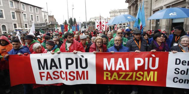 """Corteo antifascista a Roma partito. La presidente Arci: """"Renzi con noi? Lui si sposta a seconda ..."""