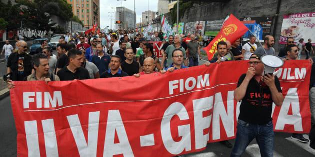 Ilva, operai in corteo a Genova nel giorno dell'assegnazione