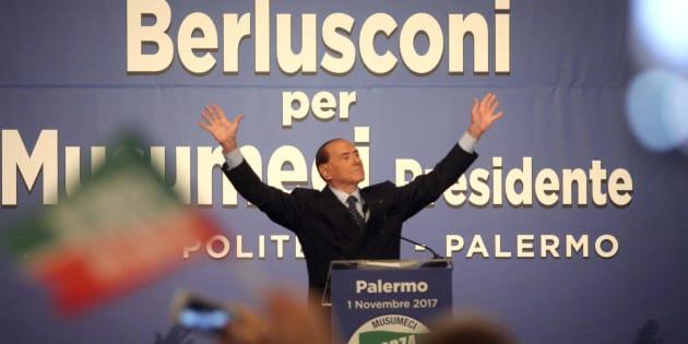 Il leader di Forza Italia, Silvio Berlusconi, durante l'incontro a sostegno del candidato del centrodestra, Nello Musumeci, a governatore della Sicilia presso il Teatro Politeama di Palermo, 01 novembre 2017. ANSA/FRANCO LANNINO