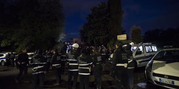 Operazione contro i Casamonica, Salvini al Quadraro. Raggi: